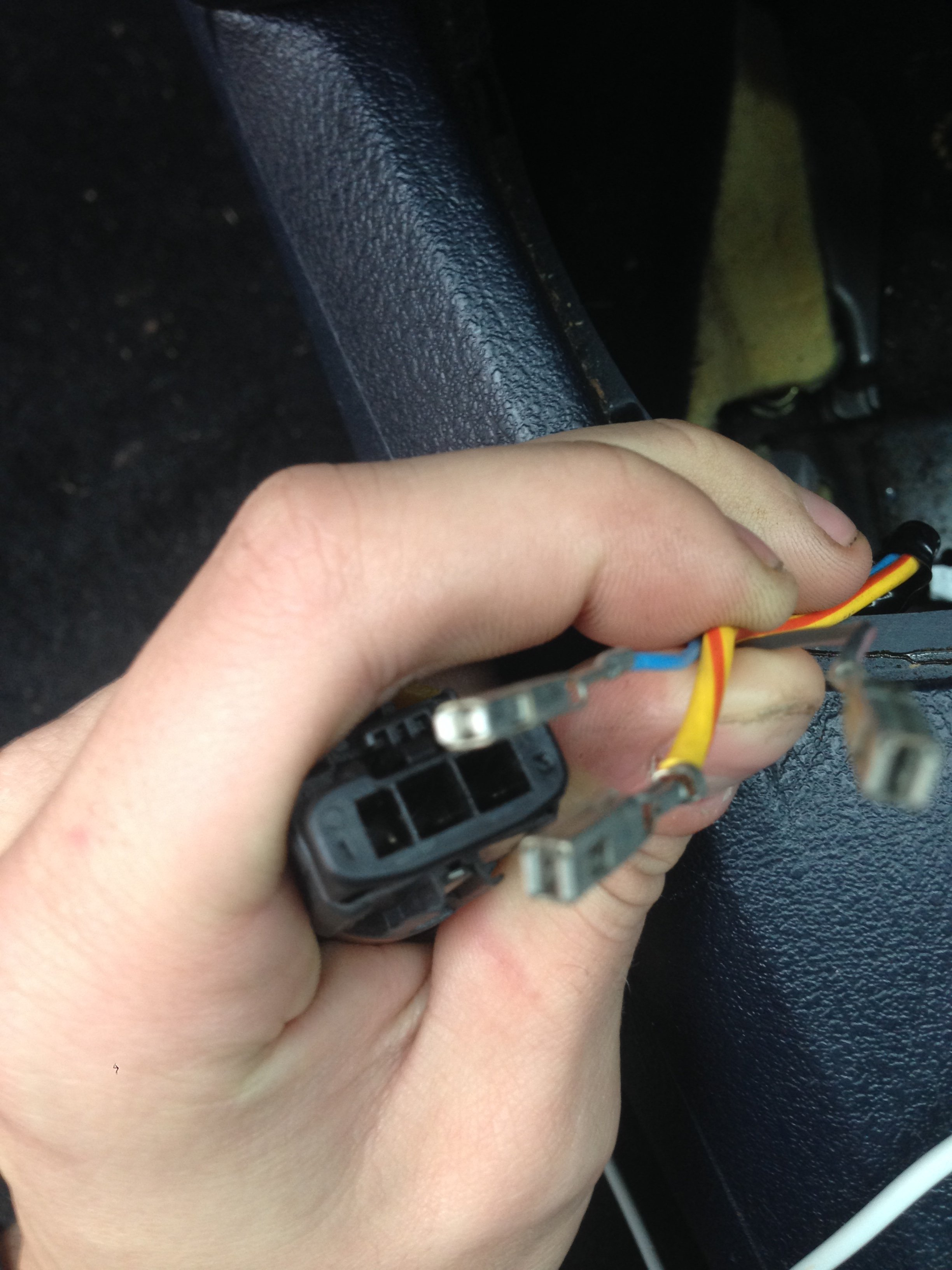 Rear Wiper Motor Has Three Wires Yellow And Blue